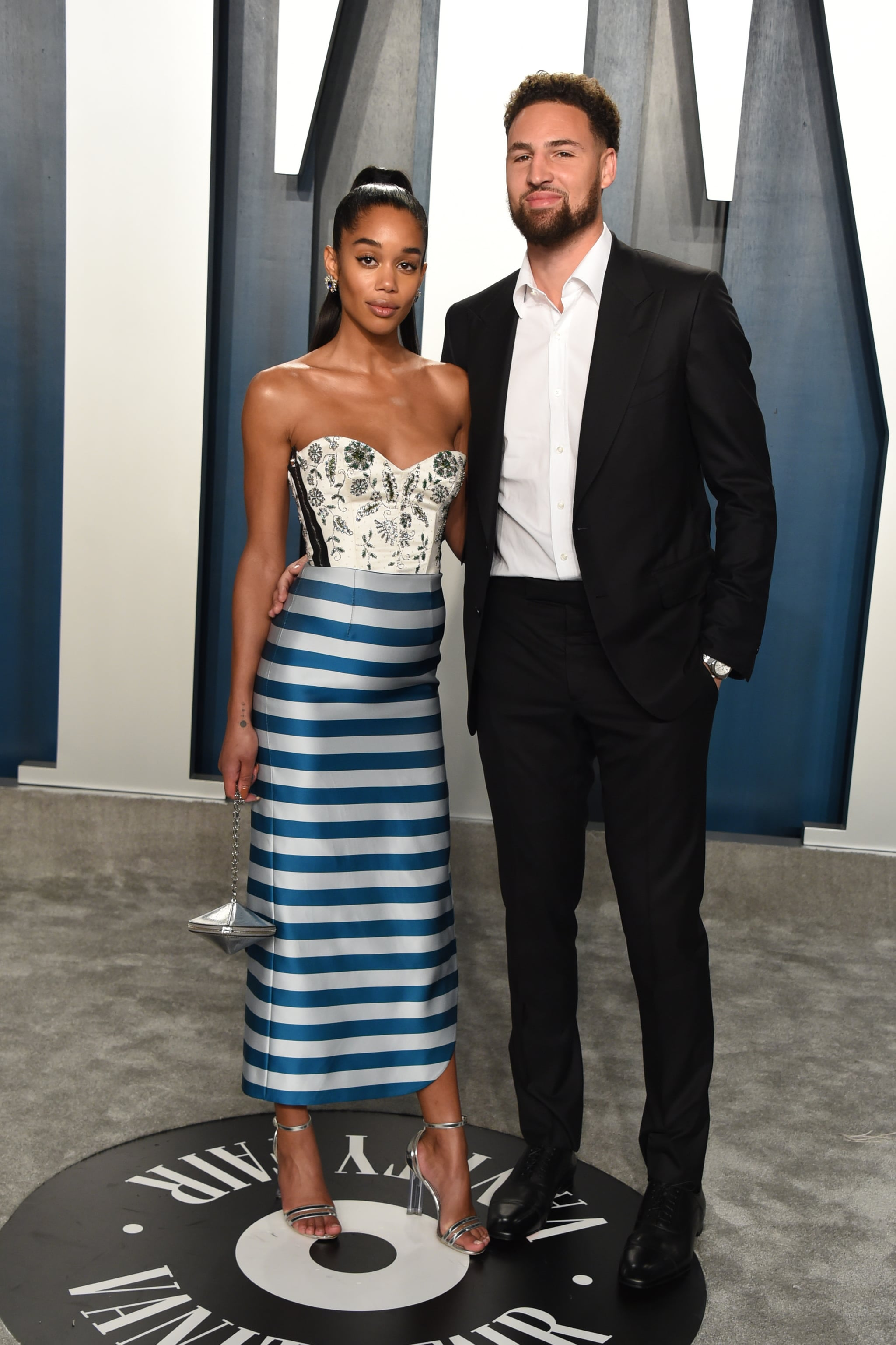 BEVERLY HILLS, CALIFORNIA - FEBRUARY 09: Laura Harrier (L) and Klay Thompson attend the 2020 Vanity Fair Oscar Party hosted by Radhika Jones at Wallis Annenberg Center for the Performing Arts on February 09, 2020 in Beverly Hills, California. (Photo by John Shearer/Getty Images)