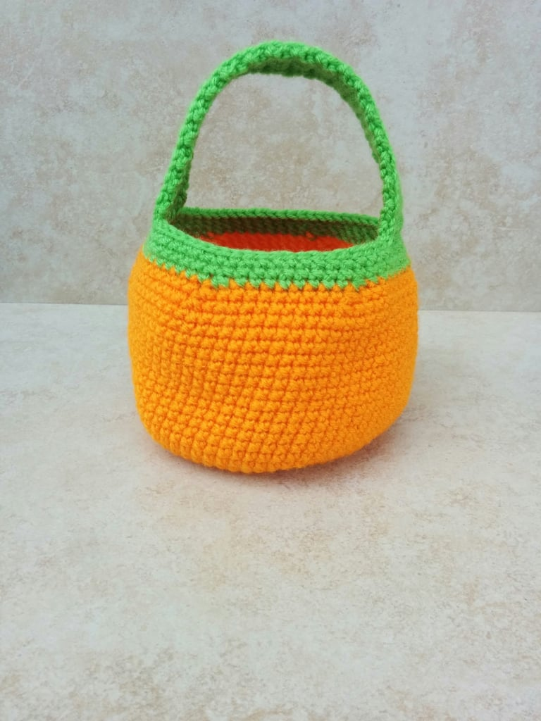 Knitted Pumpkin Bucket