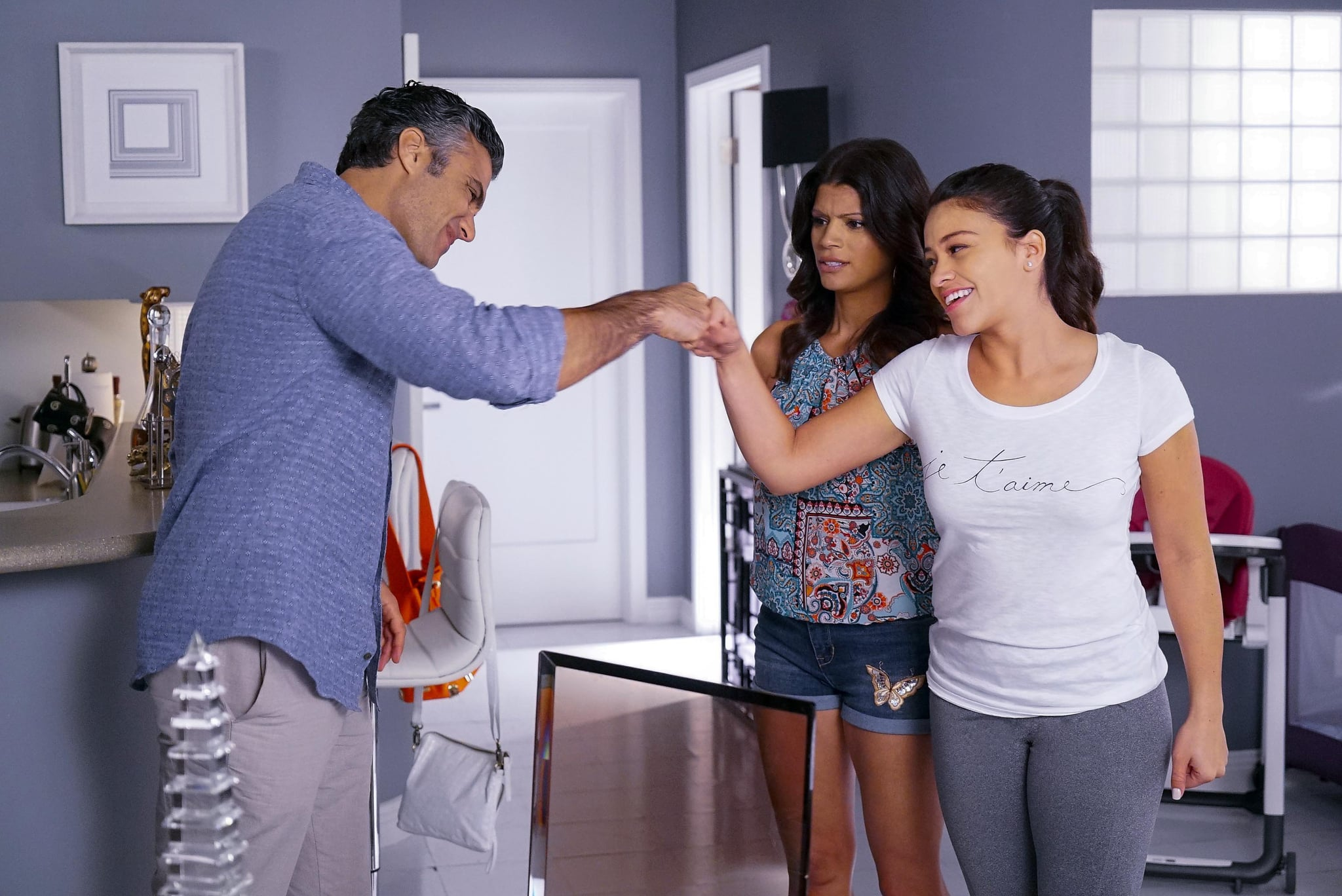 JANE THE VIRGIN, (from left): Jaime Camil, Andrea Navedo, Gina Rodriguez, 'Chapter Thirty-Three', (Season 2, ep. 211, aired Feb. 8, 2016). photo: Greg Gayne / The CW / courtesy Everett Collection