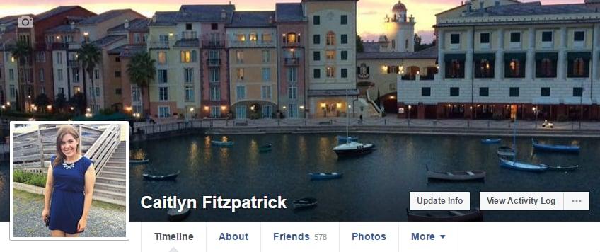 قومي بتسجيل الدخول إلى حسابك على الفيسبوك عبر جهاز الحاسوب أو متصفّح الهاتف المحمول الخاصّ بكِ.