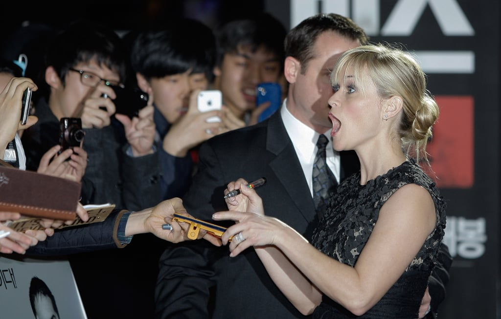 Reese Witherspoon signed autographs.