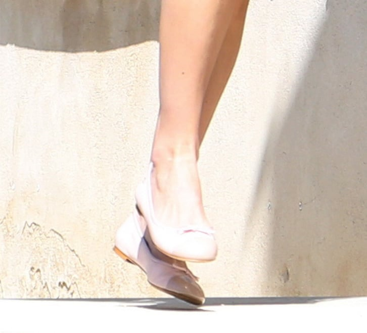 Some brides may go with a stunning heel, but Keira Knightley opted for sweet pink Chanel ballet flats for her big day. Source: Spread/X17Online.com