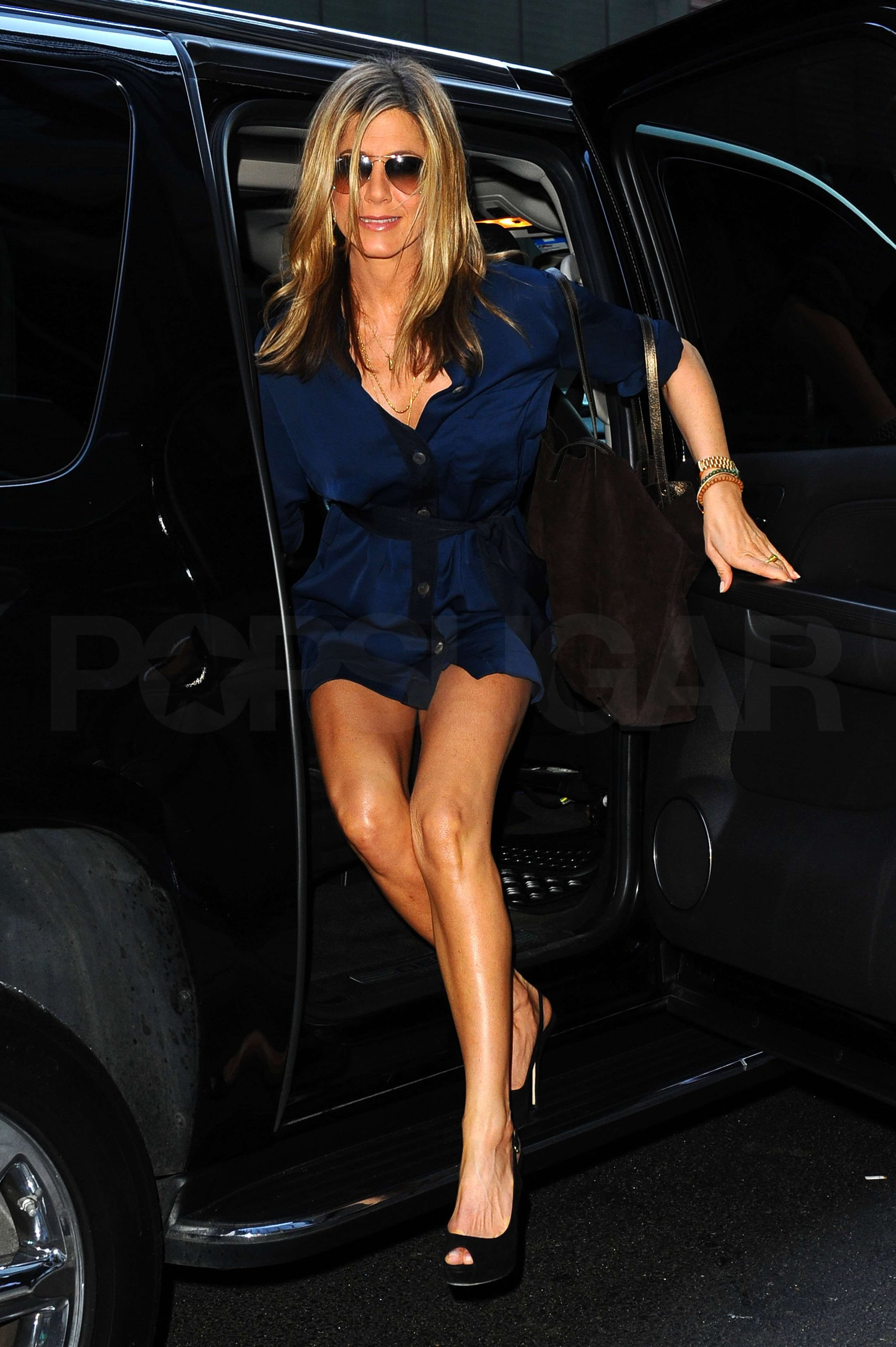 pictures of jennifer aniston arriving at good morning