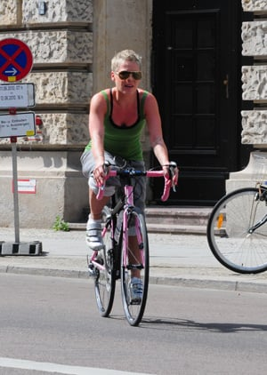Pictures of the Singer Pink Biking in Berlin