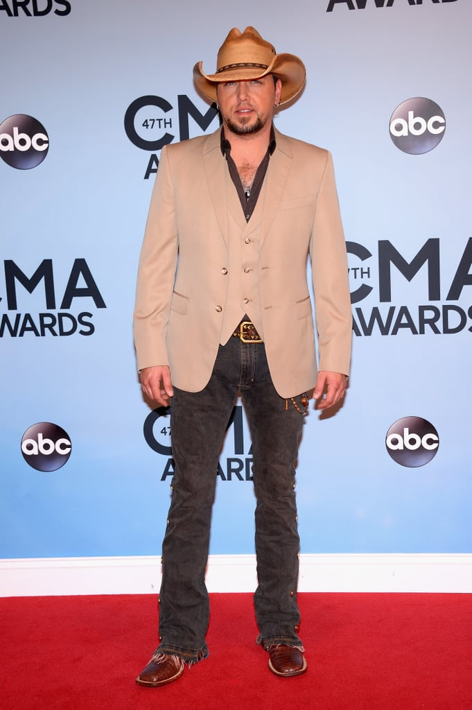 3a80fa32977 Jason Aldean donned his cowboy hat on the CMAs red carpet ...
