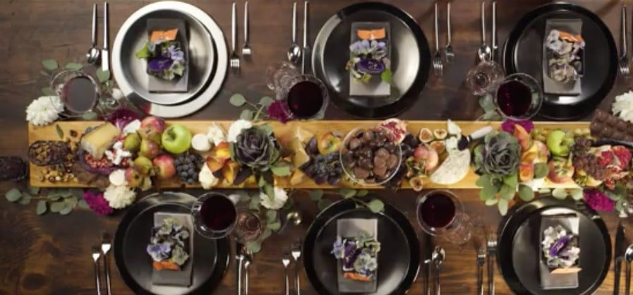This Fall-Themed Tablescape Is Friendsgiving Goals