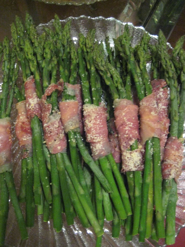I used Yum's recipe to make these crowd pleasing proscuitto wrapped asparagus bundles.
