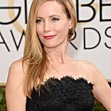 Perfectly tousled locks and pink sheen lips gave Leslie Mann's dramatic lace dress a youthful touch.