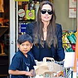 Angelina Jolie Gives Pax a Grocery Cart Ride in LA!
