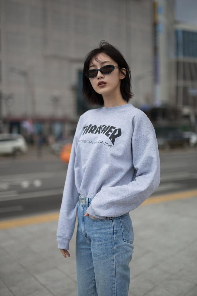 Go for a '90s vibe with a gray crewneck sweatshirt and light