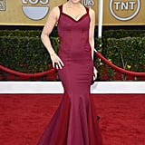 Idina Menzel's colorblocked mermaid gown fit her curves perfectly.