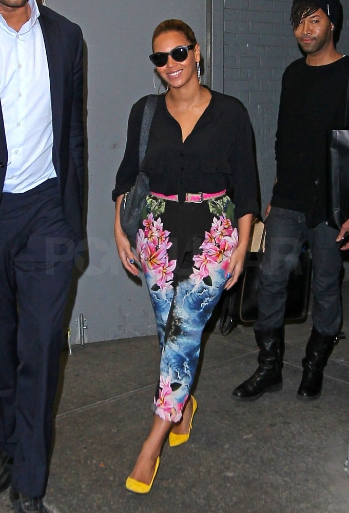 8923f725ce4457 Beyonce Walking in NYC Wearing Floral Pants Pictures