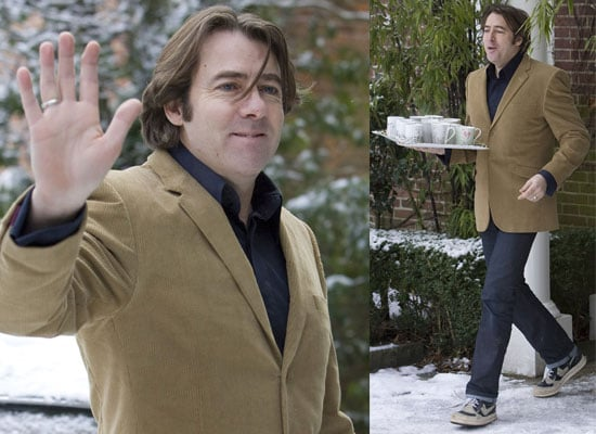 Photos of Jonathan Ross Serving Tea to Journalists After Quitting