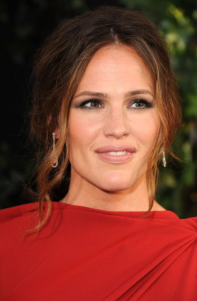 Jennifer Garner wore dangly earrings.