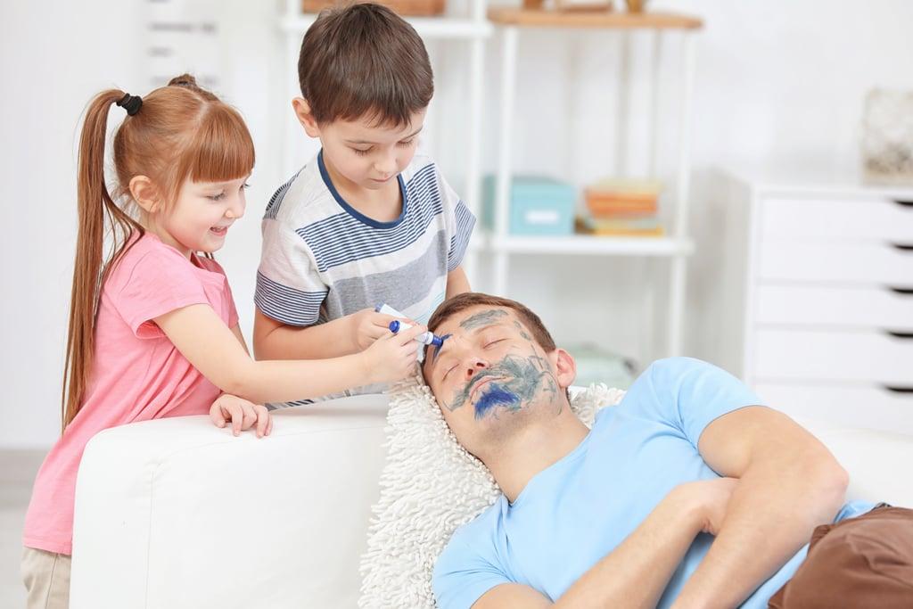 صور طريفة لأطفال أشقياء