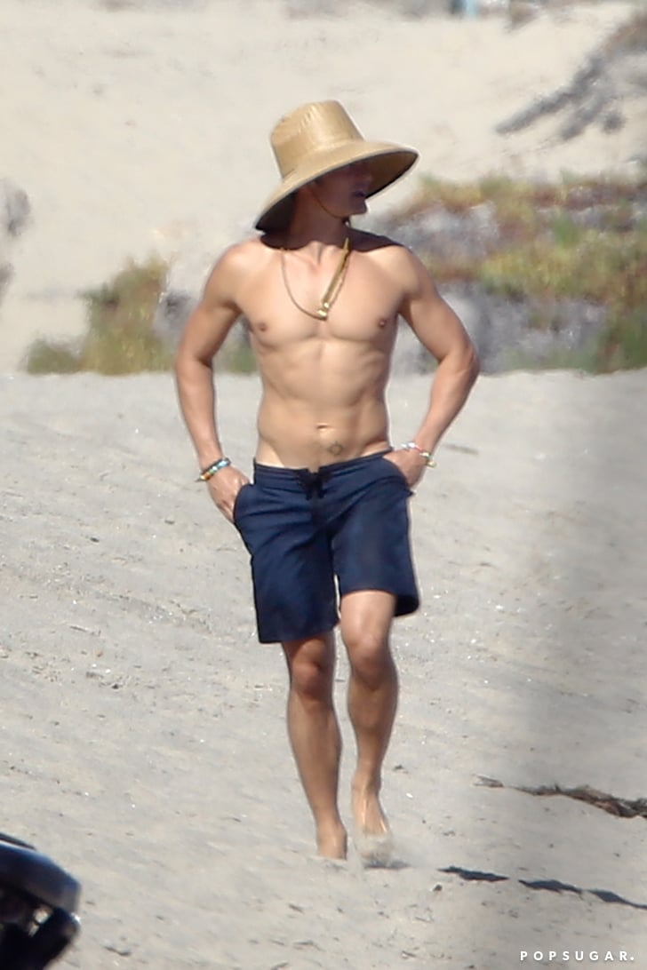 Orlando Bloom Shirtless On A Beach Pictures July 2016 -5133