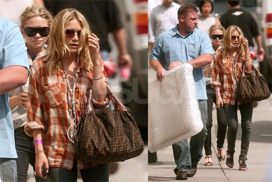 Photos of Mary-Kate and Ashley Olsen Shopping For Art