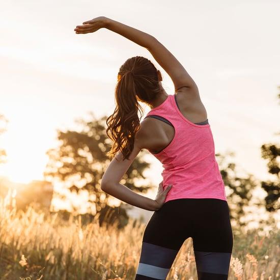 كيفية ممارسة تمرين الرفعة المميتة مع الوقوف بساقين متقاربتين