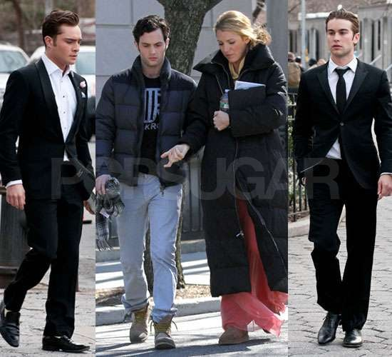 The castmembers of Gossip Girl were reunited on the Upper West Side of NYC to film the final episode of the fourth season yesterday. Ed Westwick and Leighton Meester shot scenes together at the Plaza Hotel the day before, and Ed was in smart attire once more, as were Chace Crawford, Connor Paolo, Jessica Szohr, and Penn Badgley. Penn relaxed in casual clothes between takes as he strolled with Blake Lively, who jetted back to the East Coast after her flying visit to France. She was guest of honour at a Chanel dinner, as her Mademoiselle handbag ad was released.