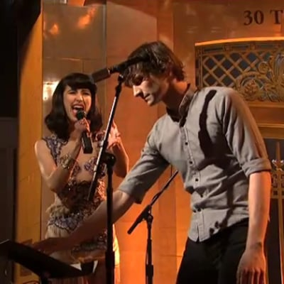 Gotye and Kimbra Perform Somebody That I Used to Know on SNL
