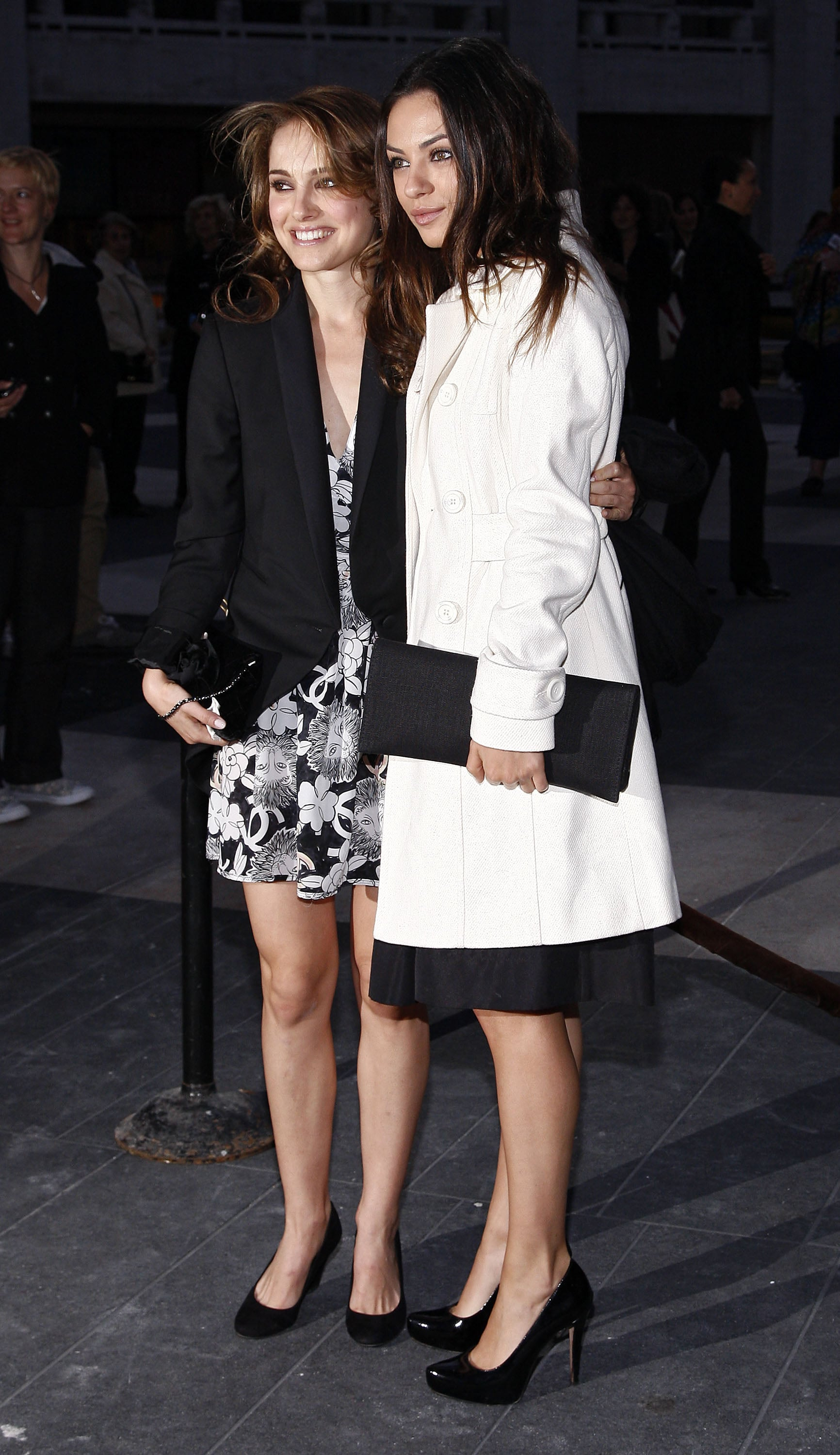 PopsugarCelebrityAdam DuritzPhotos of the New York Ballet Fall Gala Including Natalie Portman, Mila Kunis, Emmy Rossum and Adam DuritzMila, Natalie and Emmy Make It a Starlet-y Night at the NY BalletOctober 8, 2009 by Molly Goodson0 SharesChat with us on Facebook Messenger. Learn what's trending across POPSUGAR.It was a lovely evening for the ballet in NYC yesterday, as celebrities gathered at the Lincoln Center for the Fall Gala. Mila Kunis posed pretty with Natalie Portman, who is having quite the cultured week in the city after checking out Jude Law's official opening at Hamlet on Tuesday. The girls are starring as rival ballet dancers in the upcoming thriller Black Swan, so it's all in the name of research for Mila and Natalie. Emmy Rossum may be in the midst of divorcing her secret husband, but she's still happy to step out with her current boyfriend, Counting Crows's Adam Duritz. He has quite the history with beautiful women — Jennifer Aniston or Mary-Louise Parker, anyone? Joanna Garcia also stood o - 웹