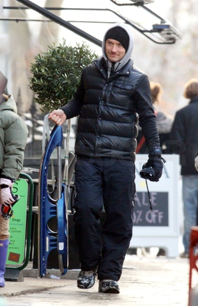 Pictures of Sienna Miller and Jude Law in Snowy London