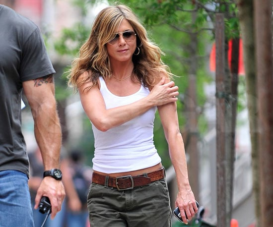 Photo Slide of Jennifer Aniston in Cargos on the NYC Set of The Bounty
