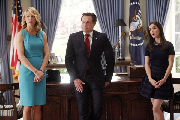 Jenna Elfman, Bill Pullman, and Martha MacIsaac in 1600 Penn.