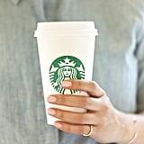 تحضير فنجان قهوة لشخص يعمل في وقت متأخر من الليل إلى الصباح
