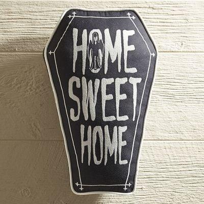 وسادة على شكل قبر تحمل عبارة Home Sweet Home من Pier 1 Imports  (بسعر 35$ دولار أمريكيّ؛ 129 درهم إماراتيّ؛ ريال سعودي)