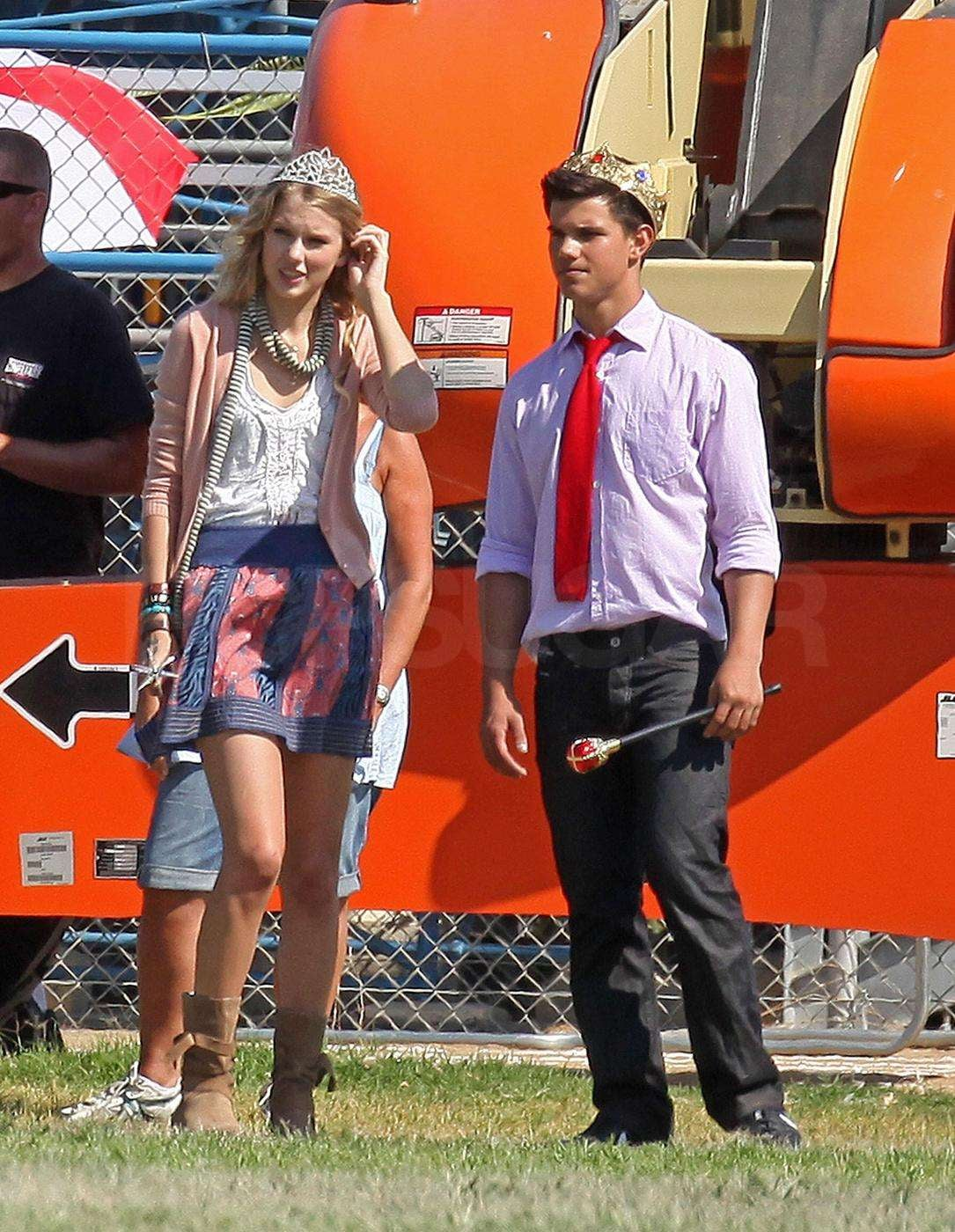Photos Of Taylor Lautner And Taylor Swift With Crowns Emma Roberts
