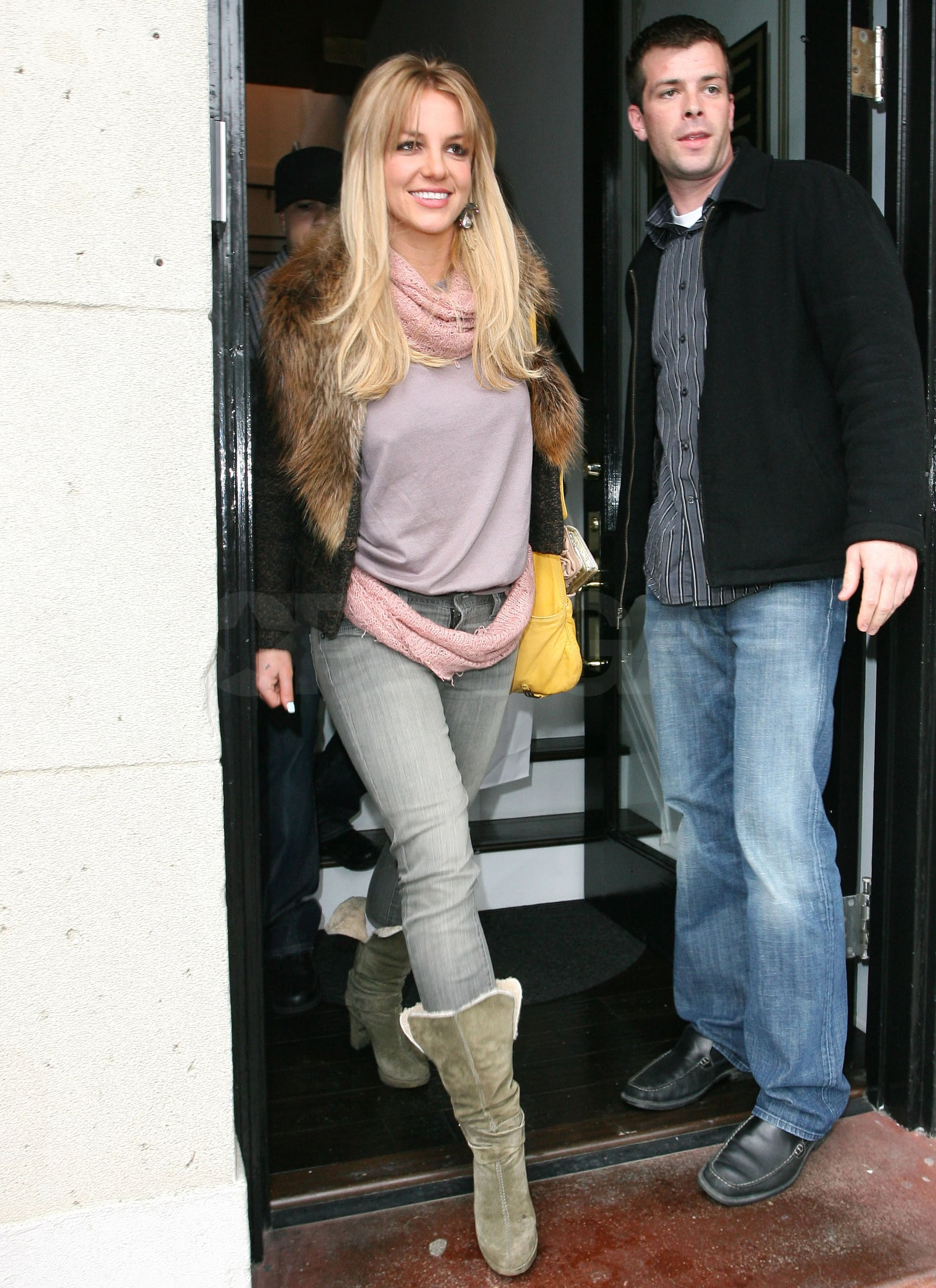 Photos-Britney-Spears-Shopping-LA-Dying-
