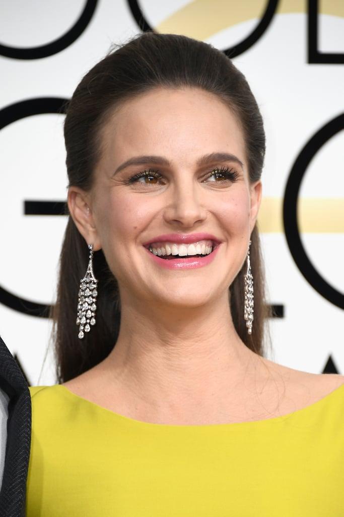 Natalie Portman wore Tiffany & Co. chandelier drop earrings.