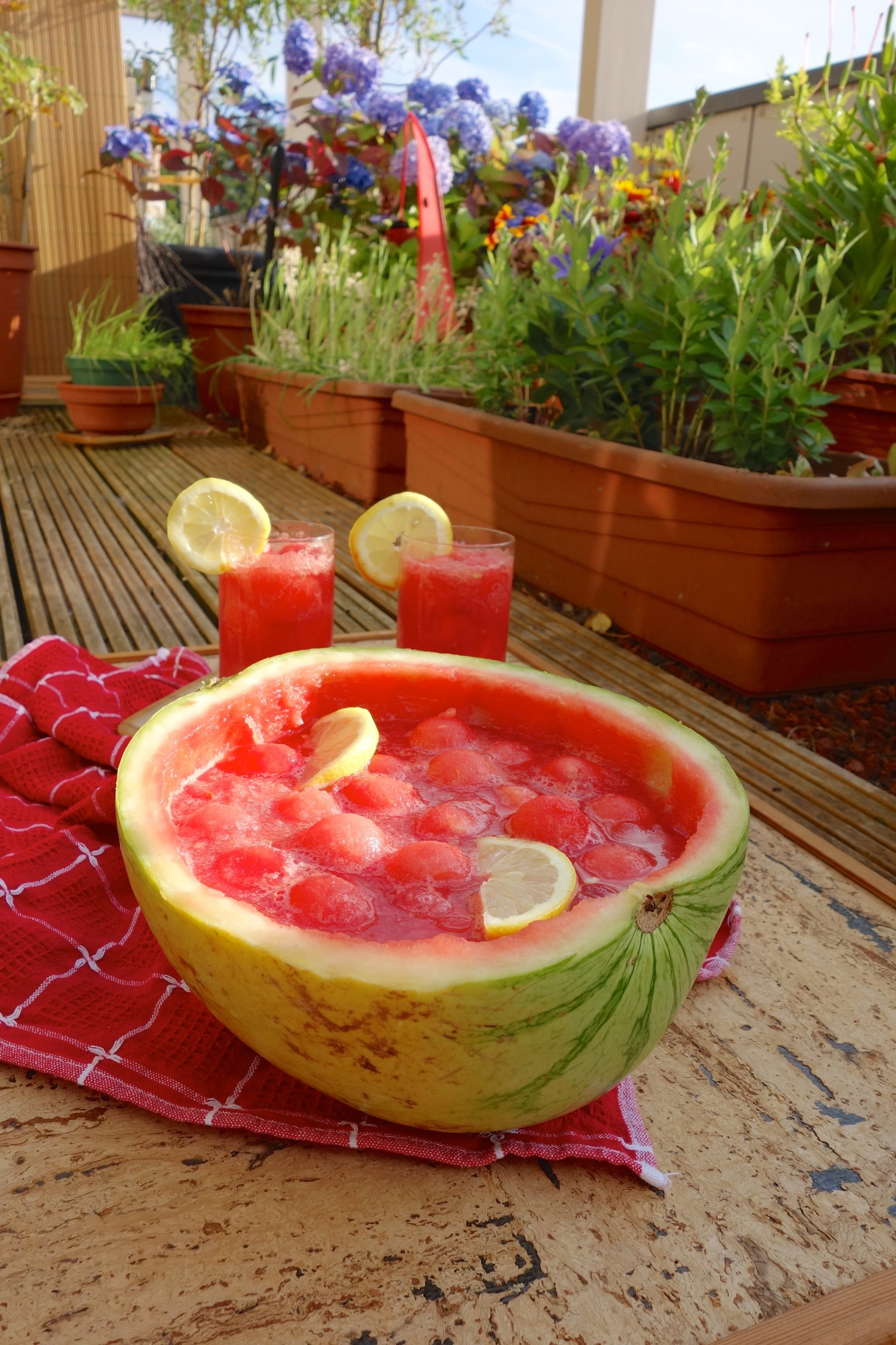 PopsugarLivingFood NewsWatermelon Punch Bowl Perfect For Your Summer PartyNothing Goes to Waste With This Party-Perfect Watermelon Punch BowlJuly 19, 2016 by Daniella Davidoff20 SharesChat with us on Facebook Messenger. Learn what's trending across POPSUGAR.You need this watermelon punch bowl at your next Summer party — Martha Stewart6 inventive ways to cook with ricotta, from breakfast to dessert — Real SimpleThe trick to making kale actually taste good — PureWow5 superb vodka drinks you need to taste to add to your cocktail arsenal — Liquor23 Brazilian dishes that'll put you in a serious Olympic mood — POPSUGAR LatinaImage Source: Shutterstock Join the conversationChat with us on Facebook Messenger. Learn what's trending across POPSUGAR.Food NewsFrom Our PartnersWant more?Get Your Daily Life HackSign up for our newsletter.By signing up, I agree to the Terms & to receive emails from POPSUGAR.CustomizeSelect the topics that interest you:Pop CultureLove and SexHealthy LivingLifestyleThanks!You're sub - 웹