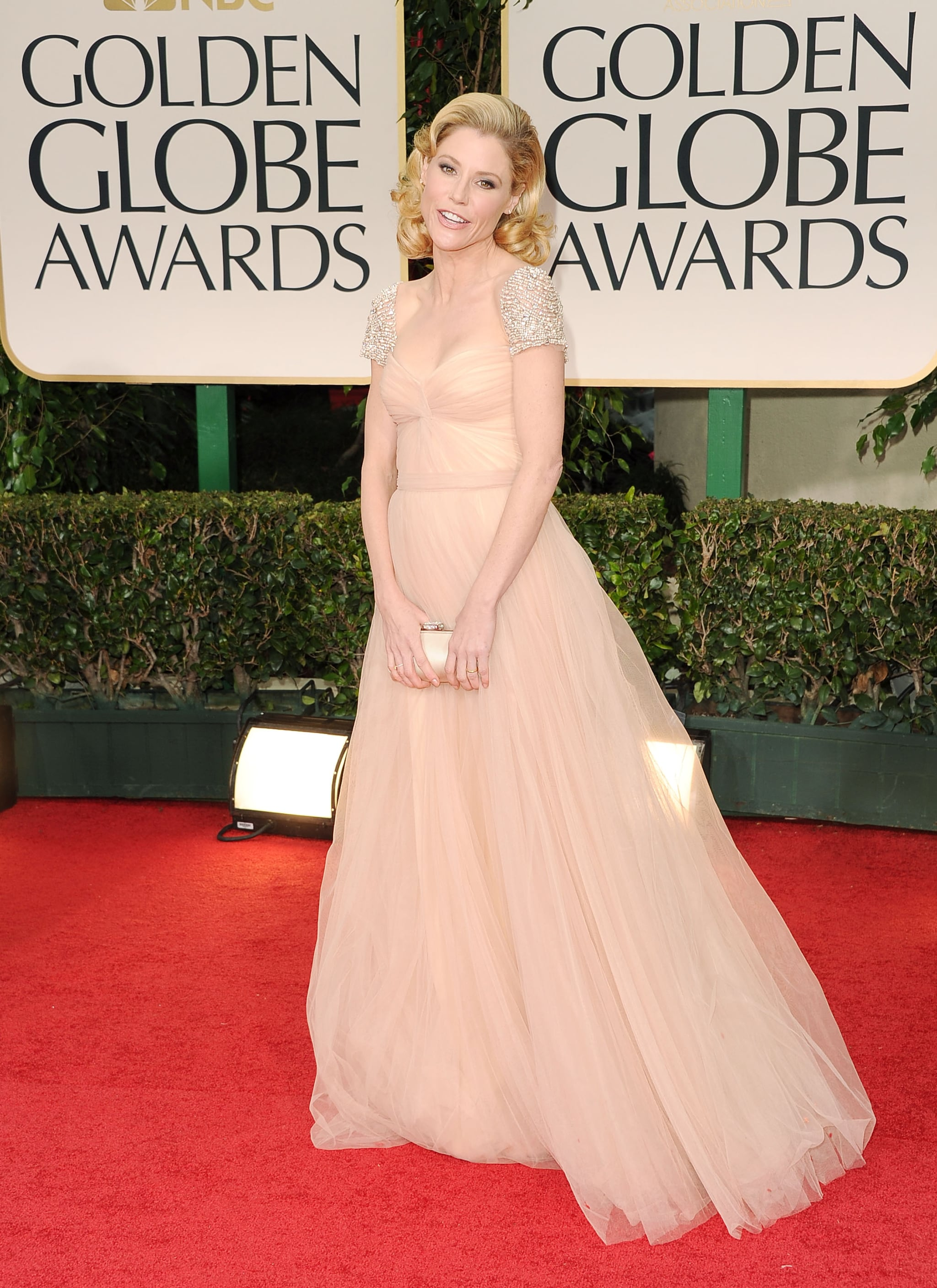 Julie Bowen on the red carpet at the Golden Globes.