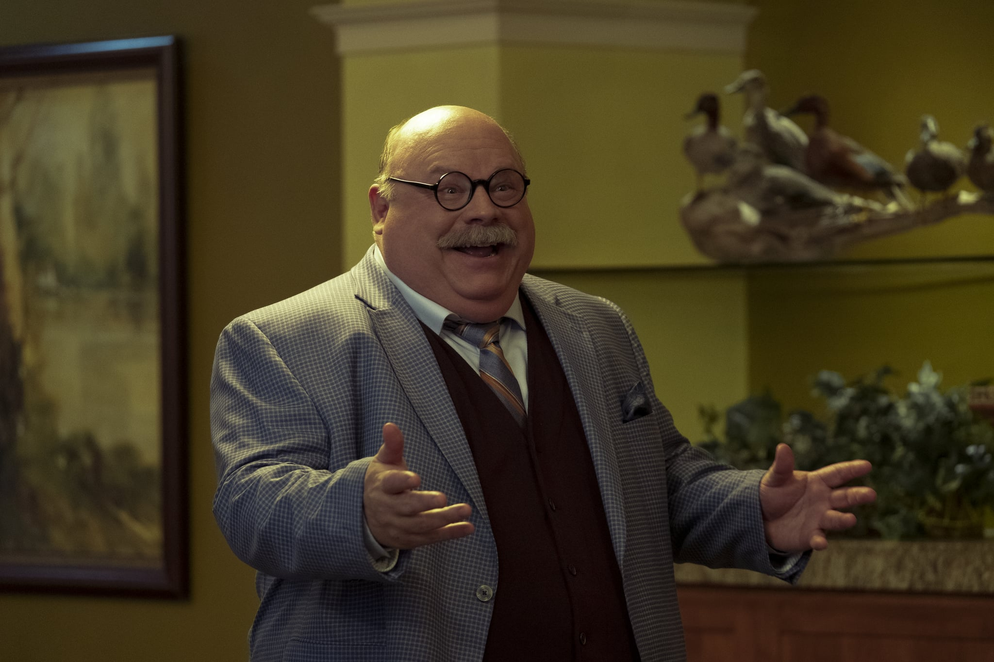 THE PROM (L to R) KEVIN CHAMBERLIN as SHELDON in THE PROM. Cr. MELINDA SUE GORDON/NETFLIX © 2020
