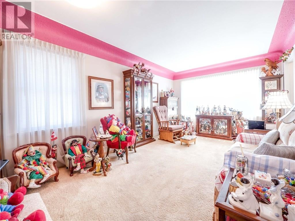 Ontario House For Sale With Clowns | POPSUGAR Home