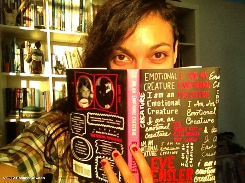Rosario Dawson read a book. Source: Twitter user rosariodawson
