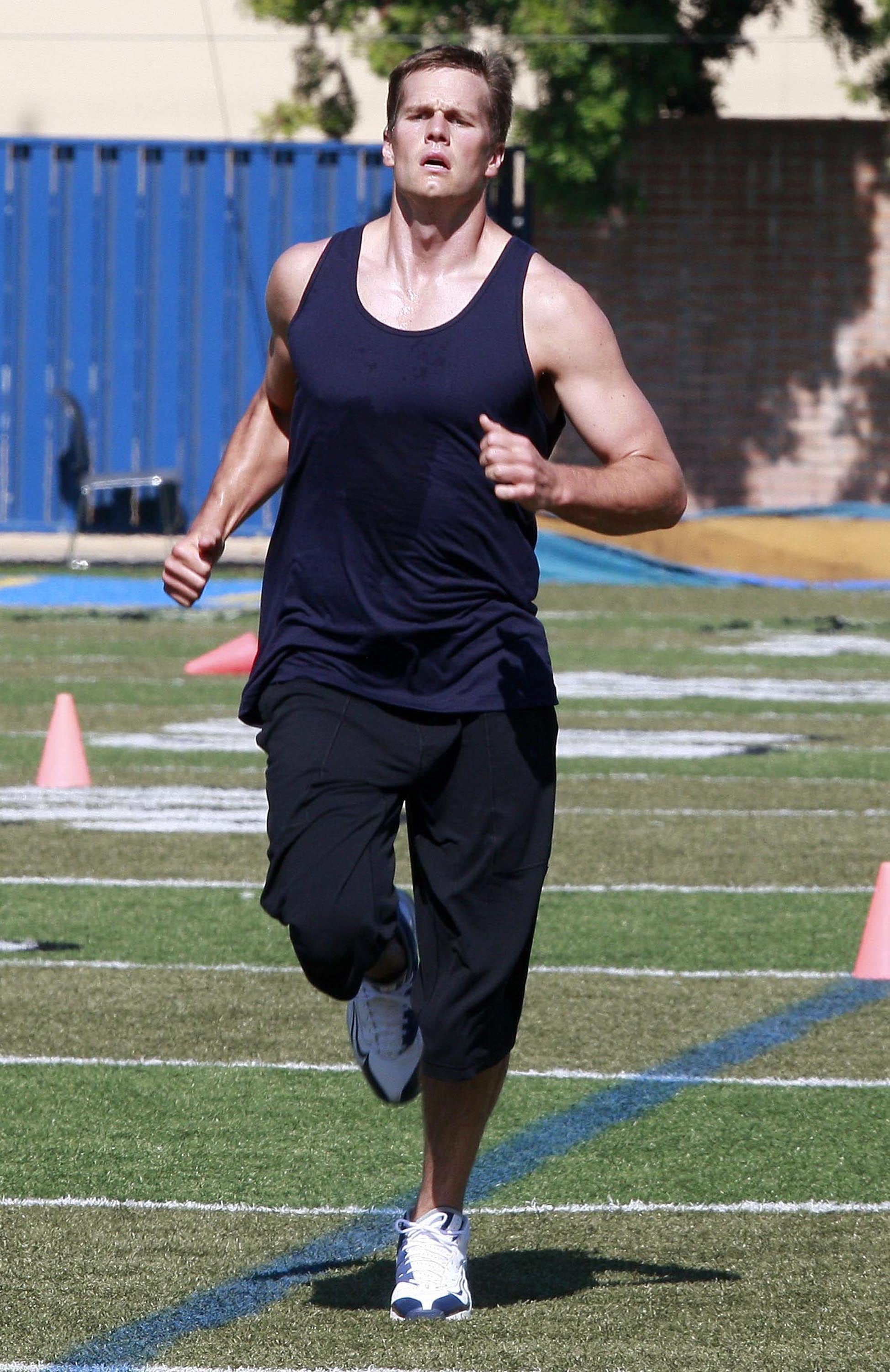 Photos Of Tom Brady Training Rumors Gisele Shopped For