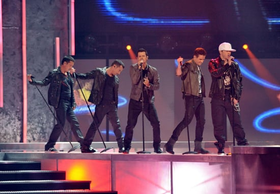 New Kids on the Block and Backstreet Boys Perform at the AMAs Video 2010-11-21 22:15:49