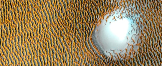 "NASA Captures Picture of a ""Sea of Dunes"" on Mars"