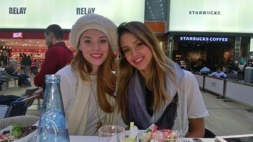 Jessica Alba enjoyed Paris with a friend. Source: Twitter user jessicaalba