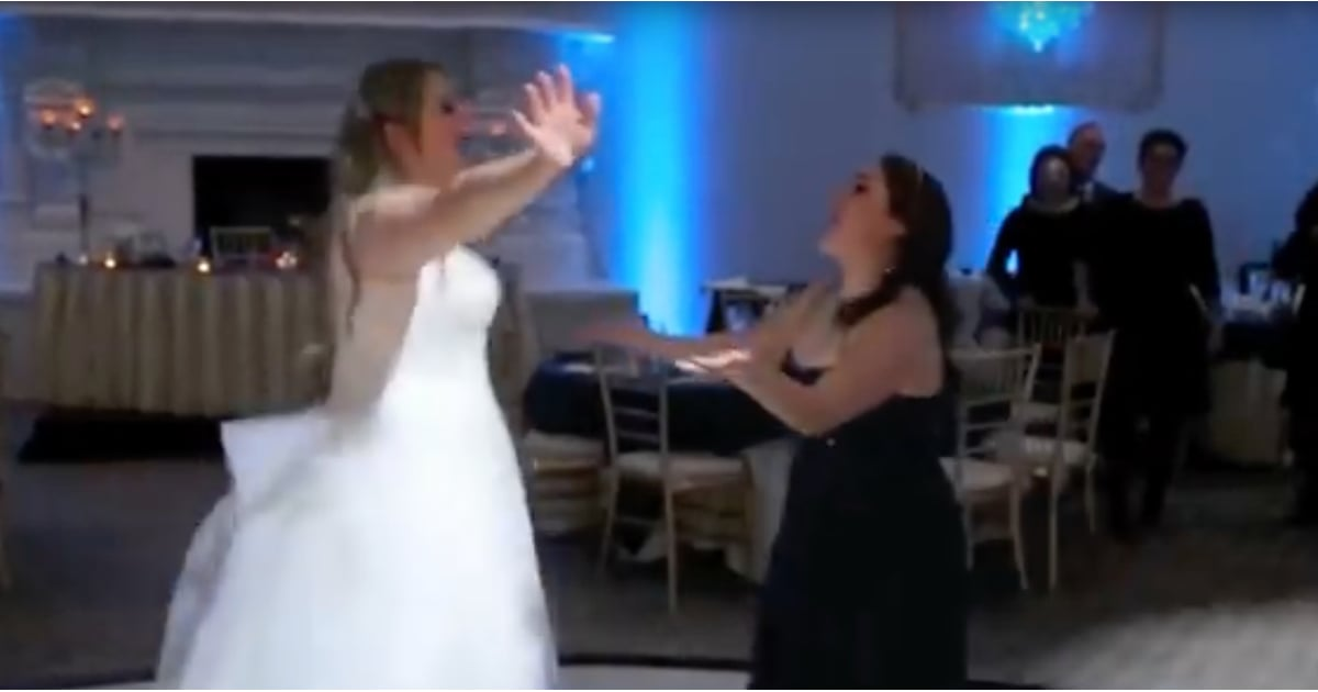 PopsugarLoveNostalgiaLizzie McGuire Wedding Sing-AlongHey Now! This Bride's Iconic Lizzie McGuire Sing-Along Is What Dreams Are Made OfAugust 19, 2017 by Victoria MessinaFirst Published: August 15, 2017138 SharesChat with us on Facebook Messenger. Learn what's trending across POPSUGAR.As soon as Lizzie McGuire belted out