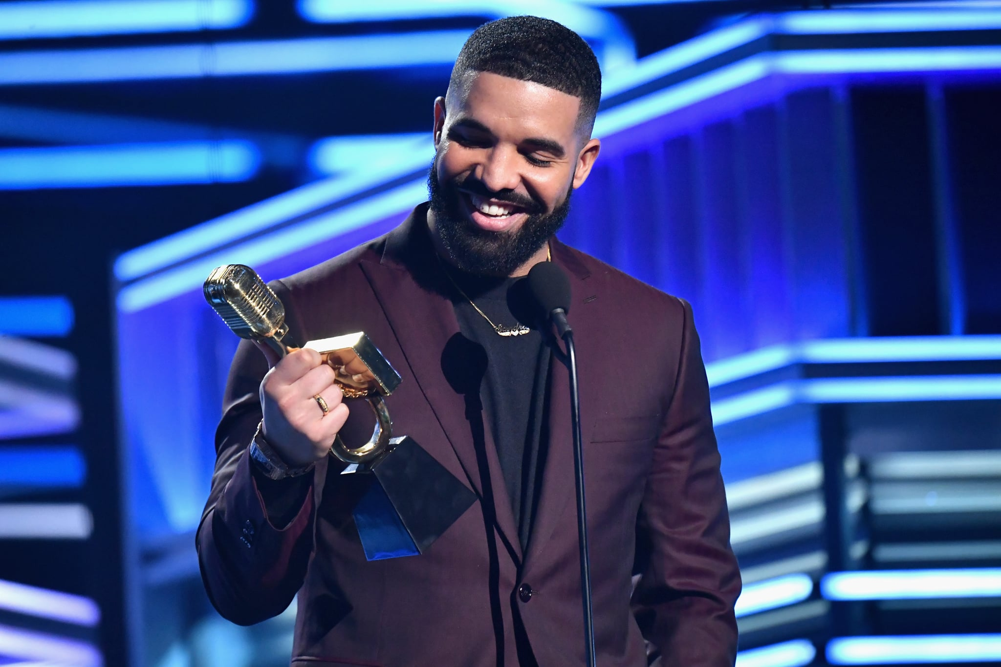 LAS VEGAS, NV - MAY 01:  Drake accepts Top Artist on stage during the 2019 Billboard Music Awards at MGM Grand Garden Arena on May 1, 2019 in Las Vegas, Nevada.  (Photo by Jeff Kravitz/FilmMagic for dcp)