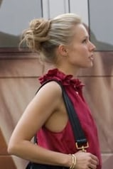 Kristen Bell as Beth in When in Rome Style