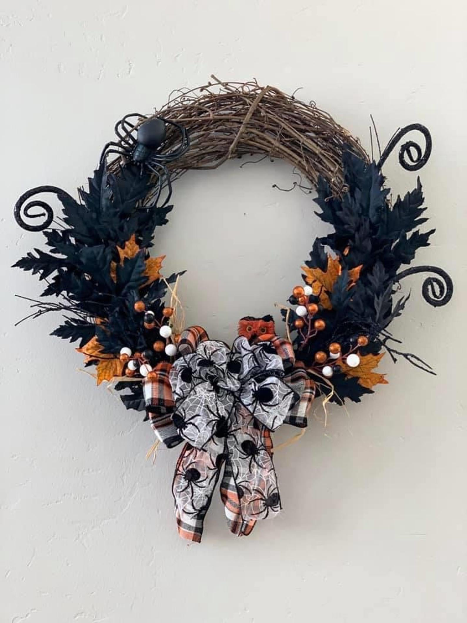 40 Spooky And Festive Halloween Wreaths Popsugar Home
