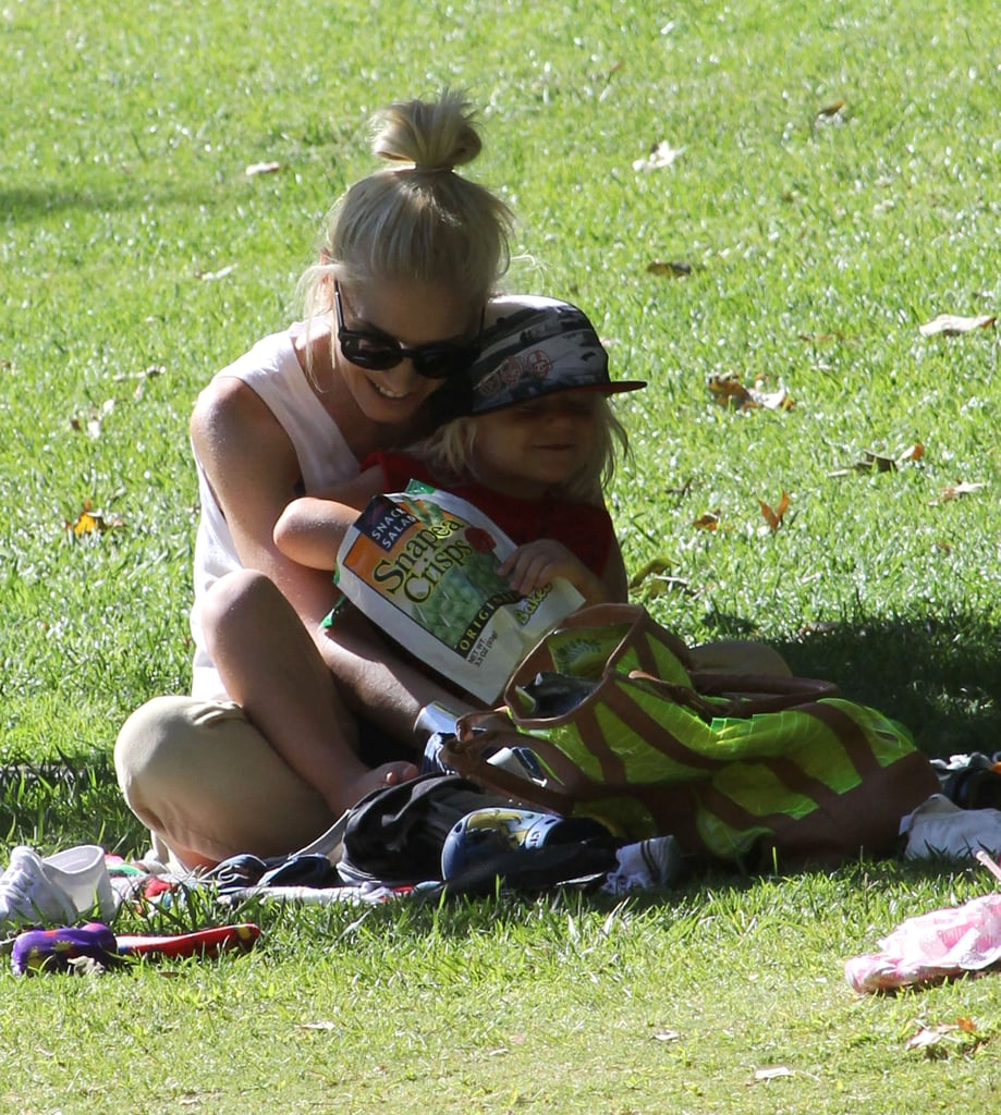 Gwen Stefani and Zuma Rossdale got some shade in an LA park.