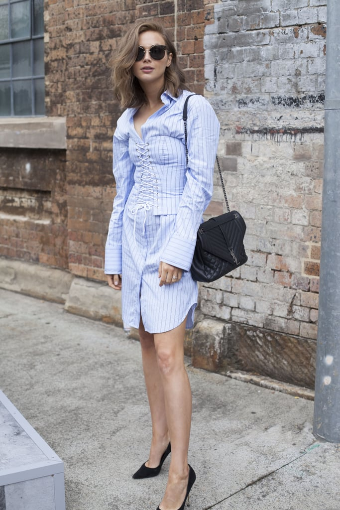b06d86201 A corset transforms a classic button-down shirt. | Street Style at ...