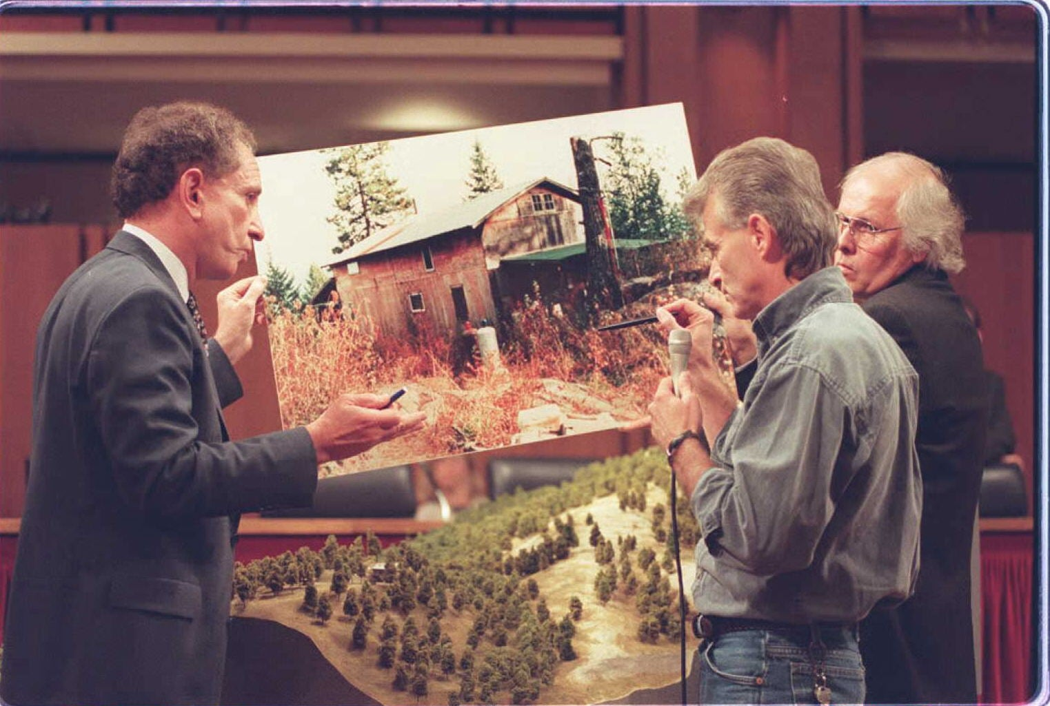 WASHINGTON, DC - SEPTEMBER 6:  Randy Weaver (C) shows a model of his Ruby Ridge, Idaho cabin to US Senator Arlen Specter, R-PA ,(L), 06 September on Capitol Hill during Senate hearings investigating the events surrounding the 1992 standoff with federal agents. Weavers' wife and son were killed by FBI agents during the seige. AFP PHOTO  (Photo credit should read PAMELA PRICE/AFP via Getty Images)