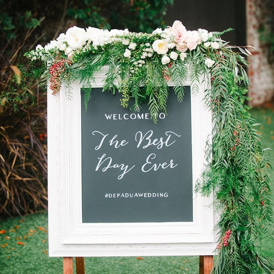 How to Incorporate Signs Into a Wedding